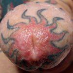 Pene tatuado