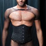 Vito Gallo sexual con corset y medias