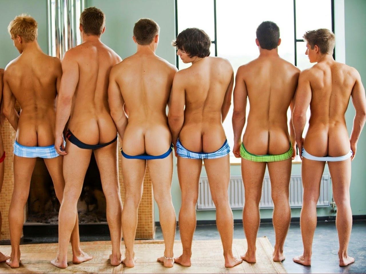 Piel y huesos adolescentes desnudos