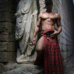 Quieres ver lo que esconde un escoces debajo de su falda?