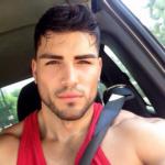Mario Rodriguez desnudo con el pene duro
