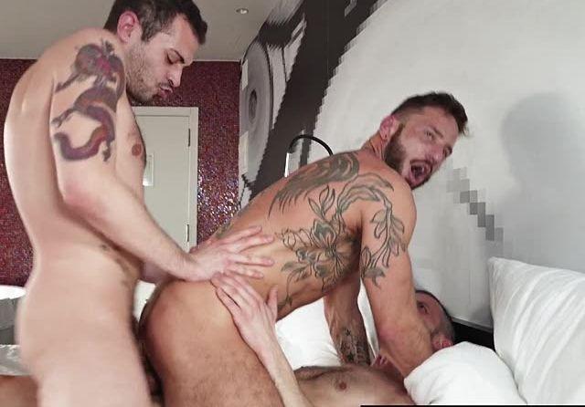 penetraciones dobles gay